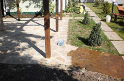 Покрытие песчаника алифатической гидроизоляционной мастикой